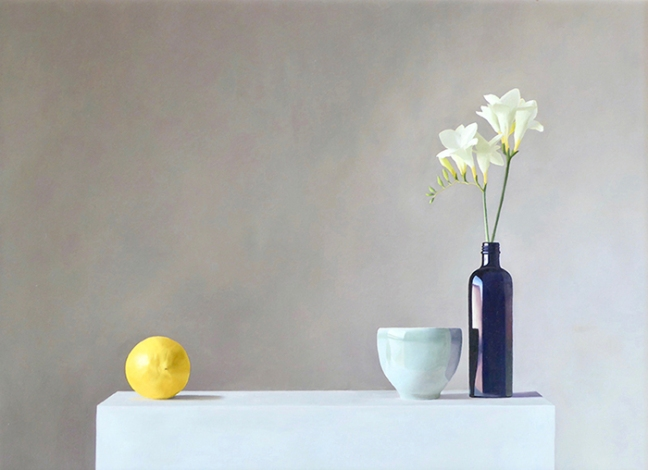 Tania Schmieder: Lemon, blue bottle and white freesias